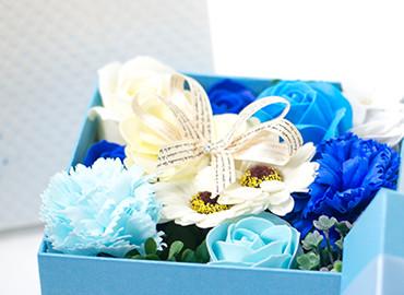フラワーフレグランス(ブルーBOX)+キラキラHAPPYBOX電報プレシャスホワイト