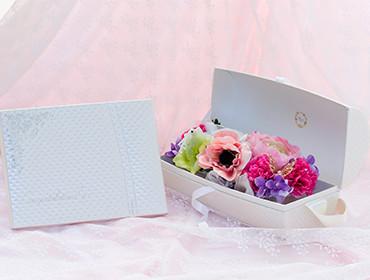 【アートフラワー】フラワーバッグ パリスタイル+キラキラHAPPYBOX電報プレシャスホワイト
