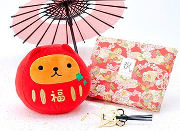 カピバラさん 福だるま〜ん ぬいぐるみ+和風電報 HAPPYBOX 花手鞠 茜