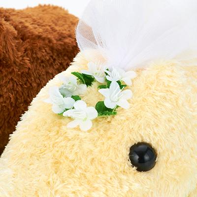 白い小さな花をあしらったベールをつけたホワイトさん