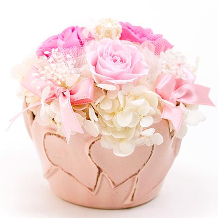 かわいらしいハートモチーフの花器