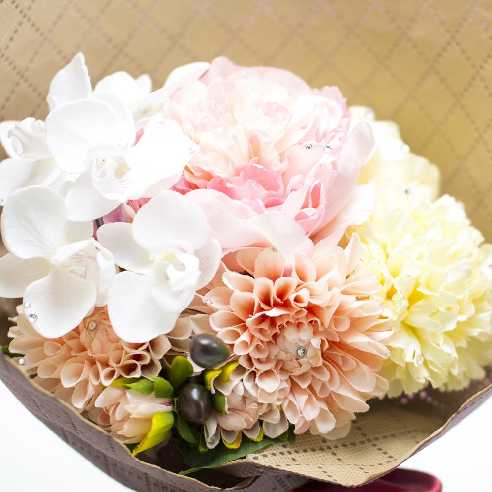 胡蝶蘭、芍薬、ダリアなど女性の好きな花をブーケに