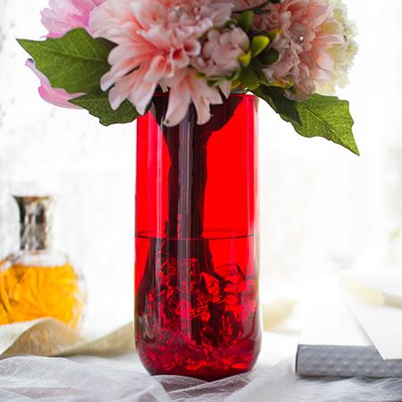 花瓶の中には、こぼれないお水がはいっています