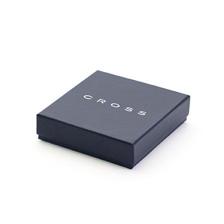 CROSSのロゴ入りのギフトボックスでお届けします。