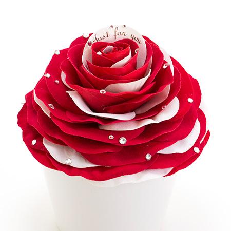 花びらを1枚1枚丁寧に重ねて作る大輪のバラ