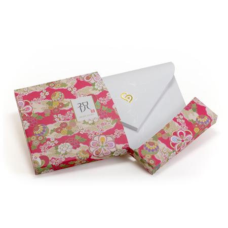 ピリピリとお菓子の箱のように開けると中から封筒が!