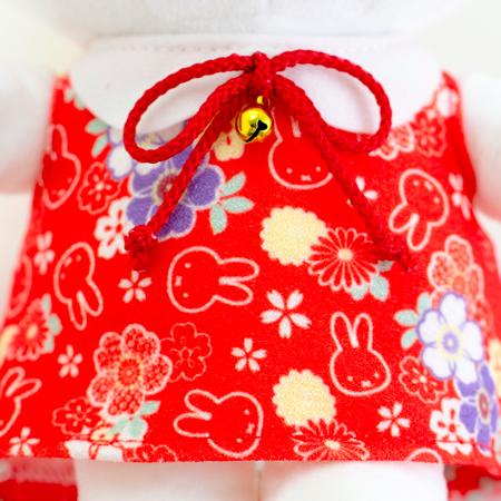 ちりめん風の朱色のドレスにお花とミッフィーのイラストが。