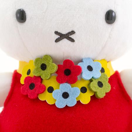 お花がいっぱいでかわいいチョーカー