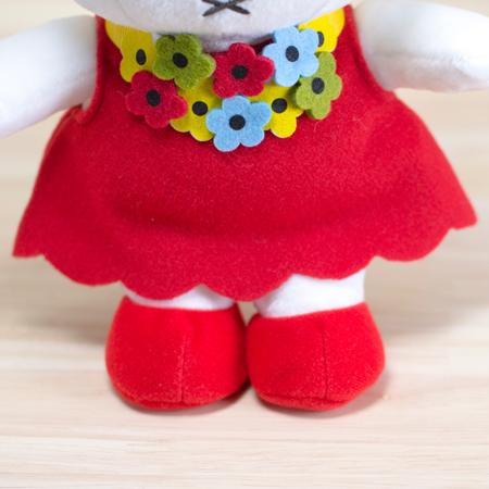 赤いくつを履いているミッフィーはめずらしいです