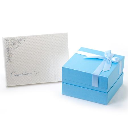 青いボックスに青いリボンのパッケージです。