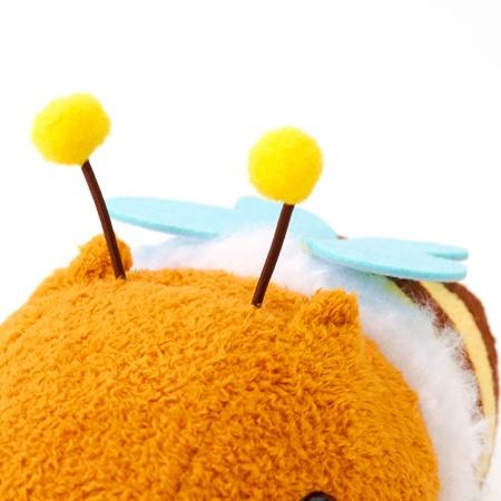 ミツバチに扮したカピバラさんです。