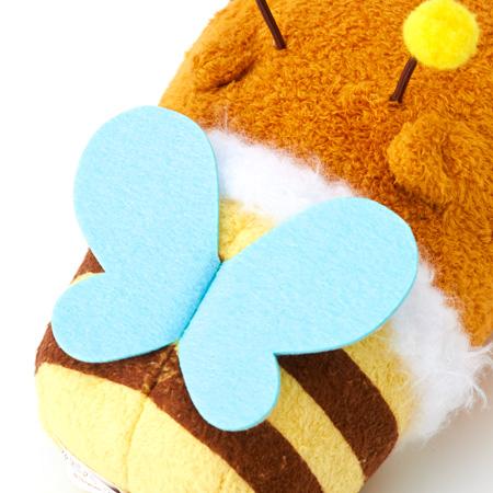 背中にはミツバチの羽がついてます。