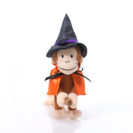 こちらも魔女に仮装したミニマスコットのジョージ