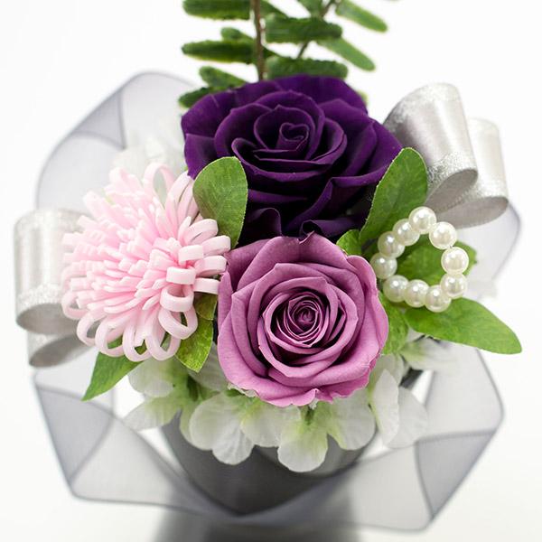 パープル系のバラをメインに落ち着いた色合いに