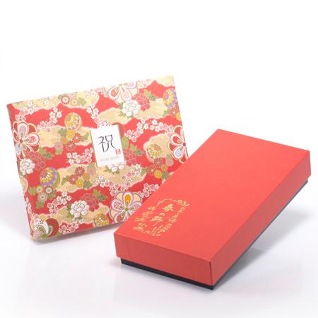 電報も華やかな和風HAPPYBOX電報 花手毬 茜がセットです。
