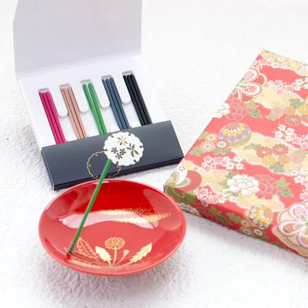 〈松栄堂〉特撰御題香「春の野」+和風HAPPYBOX電報 花手鞠 茜