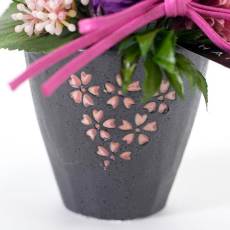 丁寧に焼き上げた国内生産の桜柄の陶器