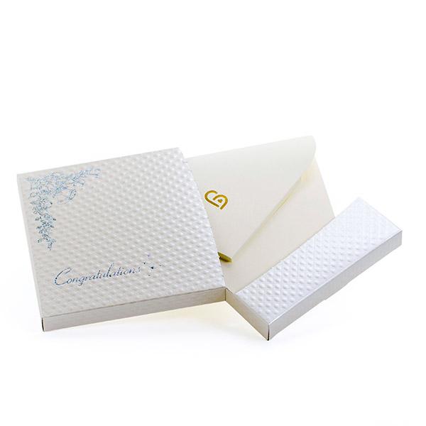電報はキラキラHAPPYBOX電報プレシャスホワイトでお届けいたします。
