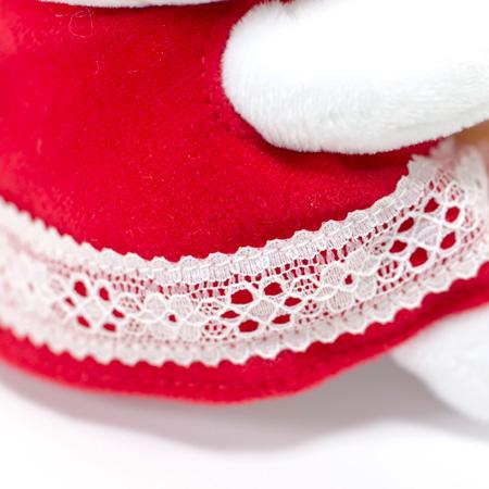 裾にレースのついた赤いワンピース