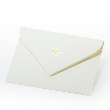 ボックスの中に入っている封筒