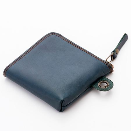 柔らかく使いやすいヌメ革のケース
