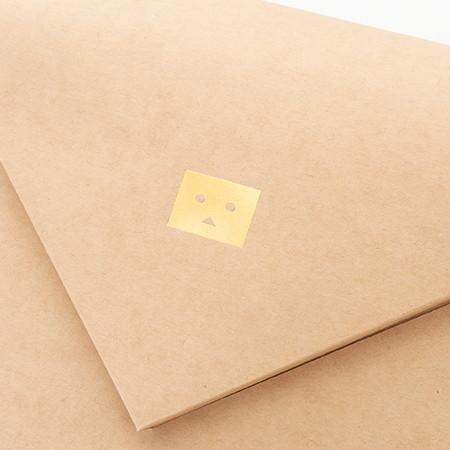 封筒のワンポイトはダンボーの箔押し