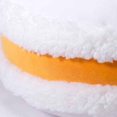 オレンジクリームを挟んだマカロンみたいです。
