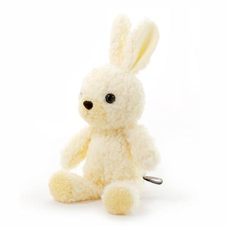 飽きのこないウサギのぬいぐるみです。
