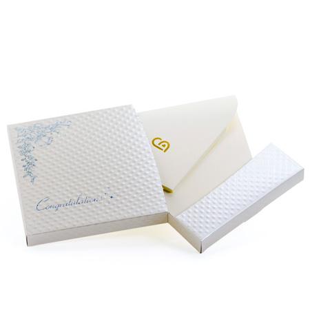 電報はキラキラHAPPYBOX電報プレシャスホワイトをお届けいたします。