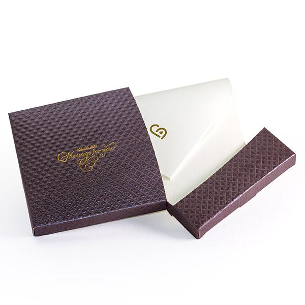 電報はキラキラHAPPYBOX電報ショコラをお届けいたします。